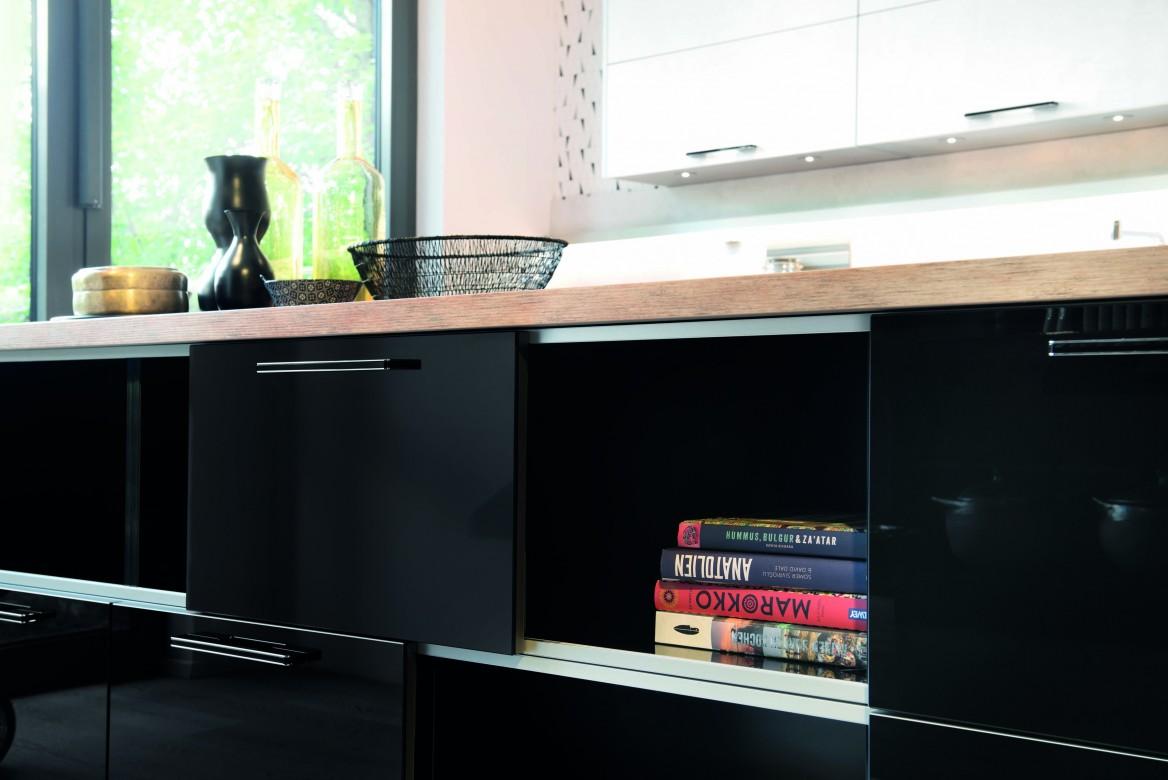 inszenierung mit schiebet ren. Black Bedroom Furniture Sets. Home Design Ideas