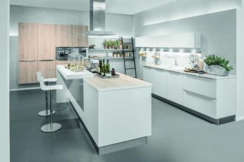 Moderne Küche mit Kräutergarten