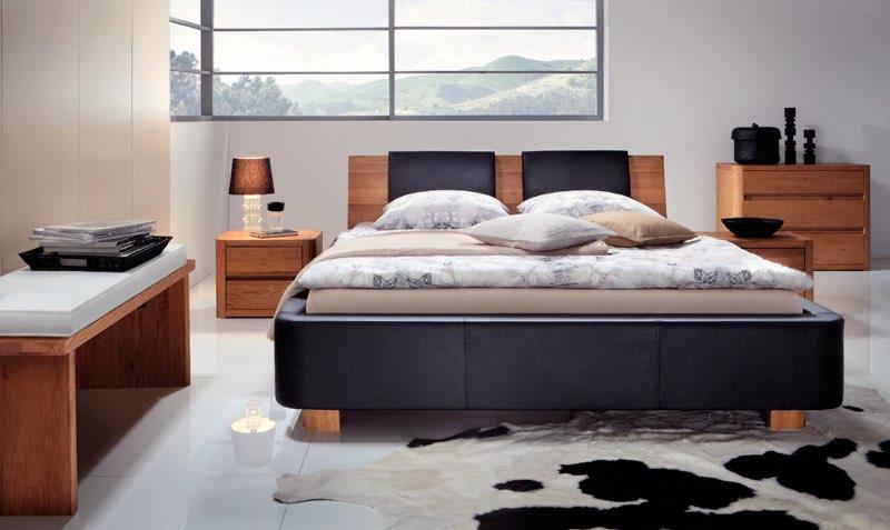 Moderner Materialmix im Schlafzimmer