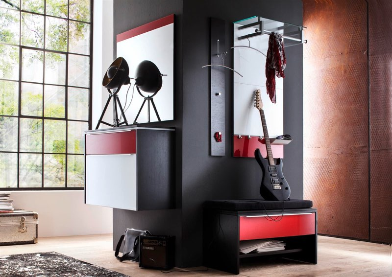 kamin wird zur garderobe. Black Bedroom Furniture Sets. Home Design Ideas