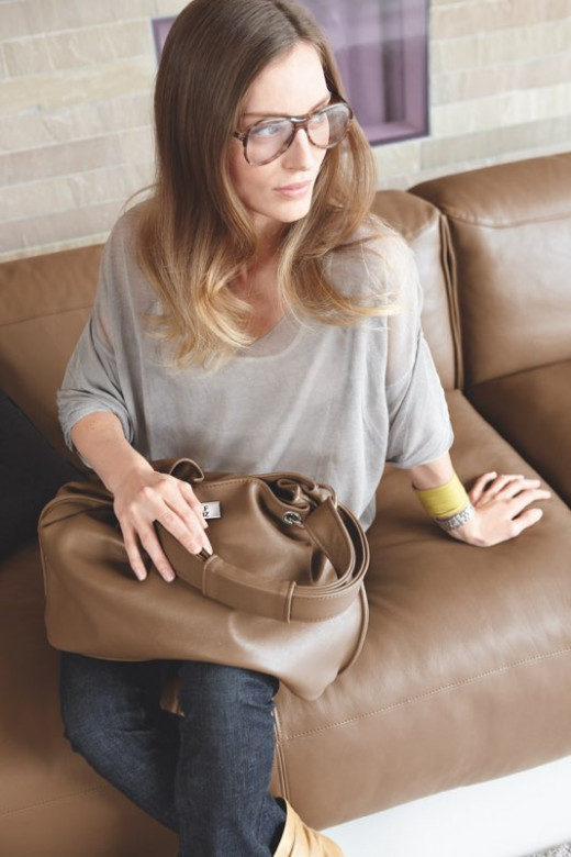 die passende handtasche. Black Bedroom Furniture Sets. Home Design Ideas